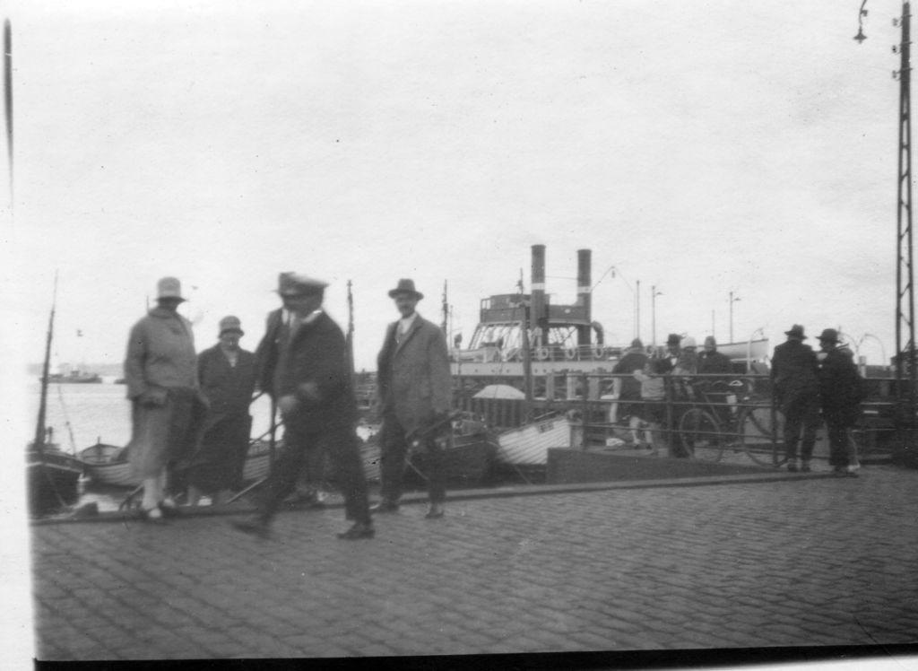 59.129  Havnen i Helsingør 3000  Hjulfærgen, KRONPRINSESSE LOUISE. Den var Helsingørs første færge der kunne sejle togvogne til Sverige. (Startede i år 1892) Iflg. Kenneth Verting  H-H 21.5.17