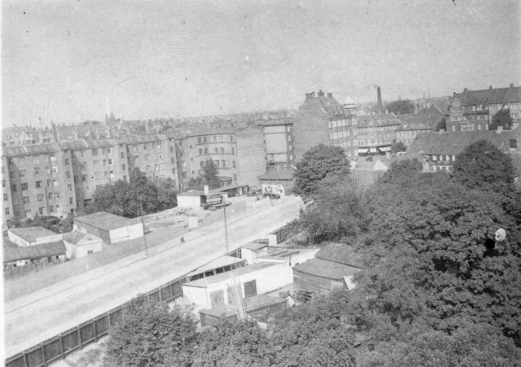 59.2   Julius Thomsensgade 1928. Åboulevarden ligger ved den høje bygning. Hellig kors kirke til venstre. Postnummer 1632  K-O 21.5.17