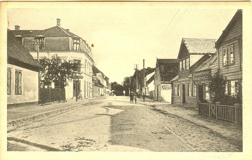 3480.3  Jernbanegade med hjørnet af Tinghusvej til venstre   FB 28.8.2016
