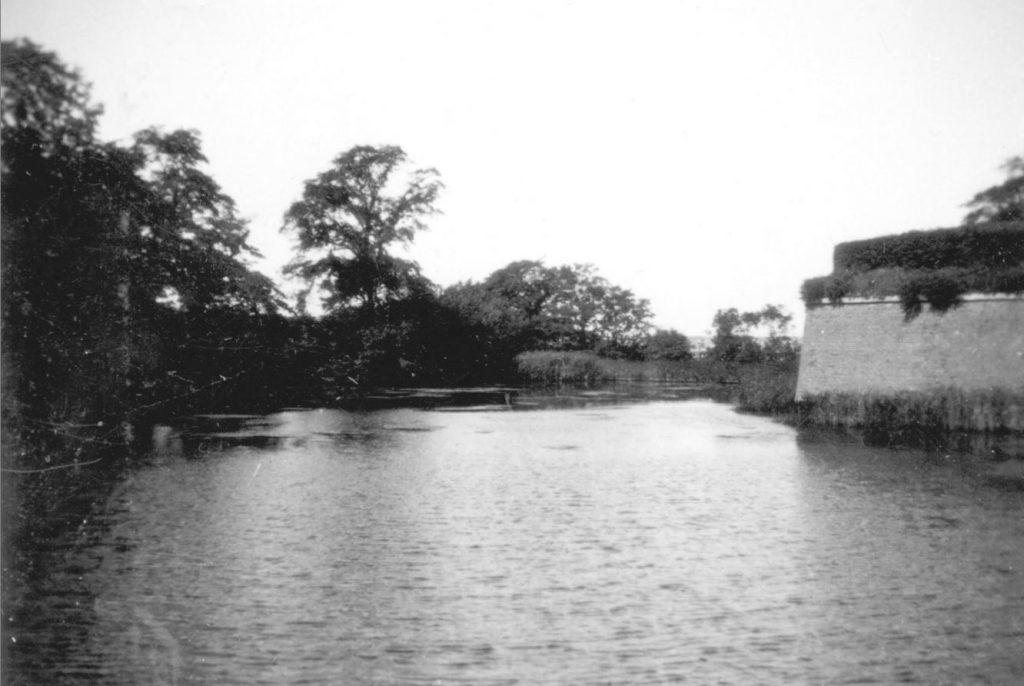 100.111 Voldgraven ved Kronborg cirka 1933