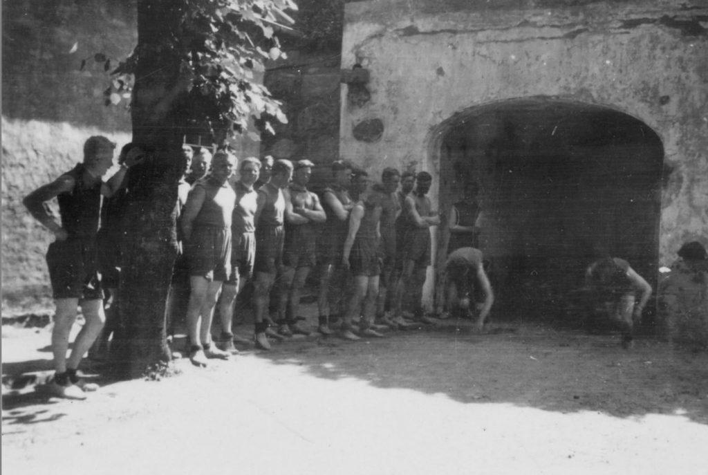 100.113 Soldatergymnastik ved Kronborg cirka 1933