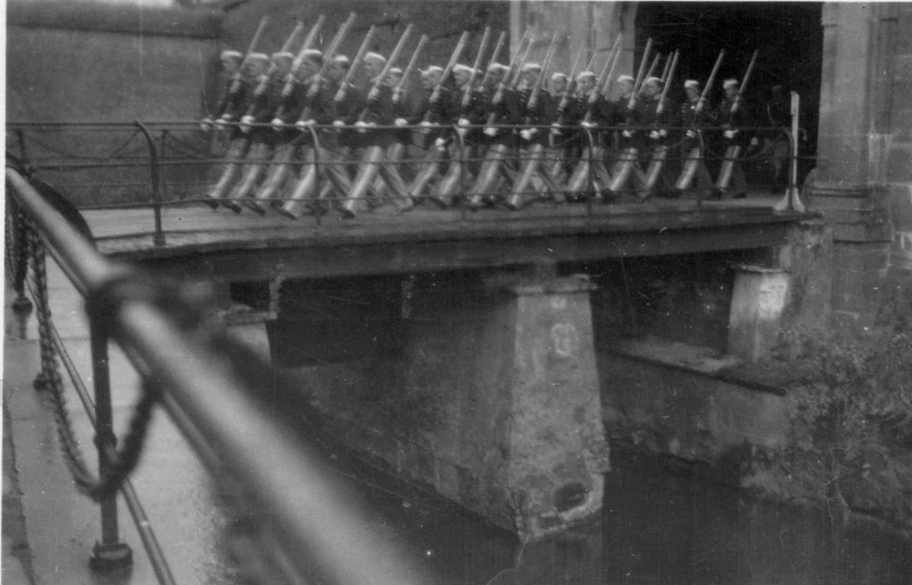 100.120 Soldater ved Kronborg cirka 1933