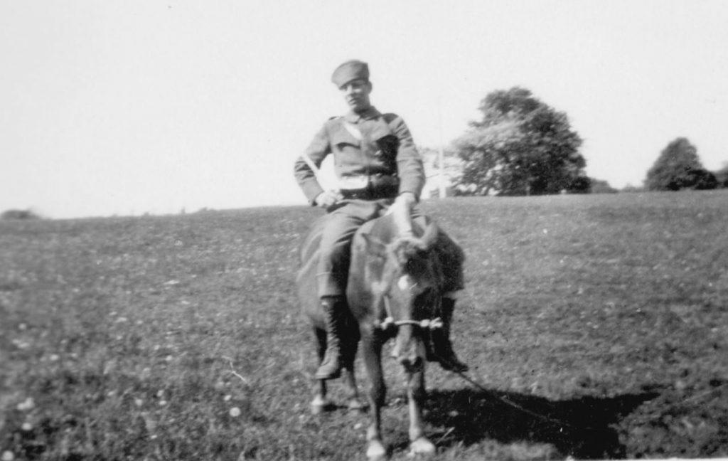 100.128 løjtnant til hest. 1933