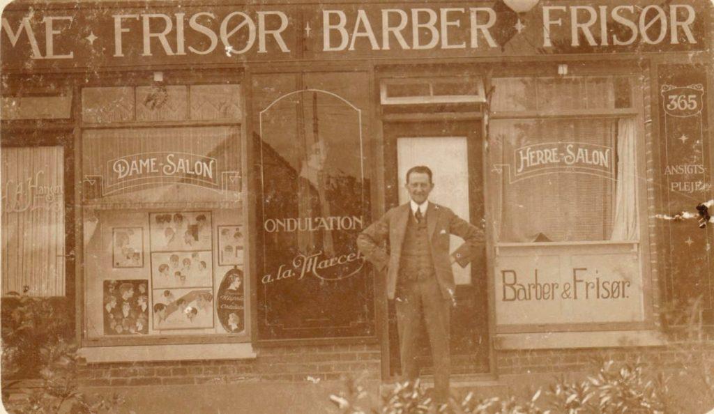 10877.1  Godthåbsvej 365, 2720 Vanløse  H.A. Hansen, frisør og barber.