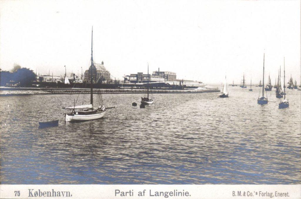 10879.11  Parti af Langelinie, 2100 Ø  Efter 1893 Dahlerups pakhus1 på øst kajen er bygget på billedet.   K-O 21.1.2018