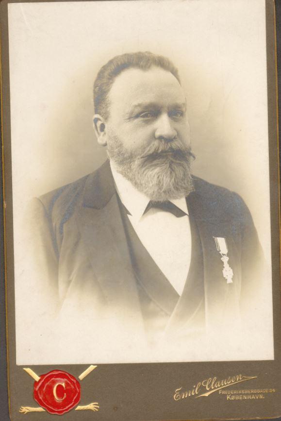 10885.10  Fotograf Emil Clausen 1459 K  Tekst på bagside : Peters morfar