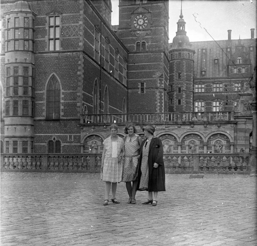 10909.23 Frederiksborg Slot sommeren 1930