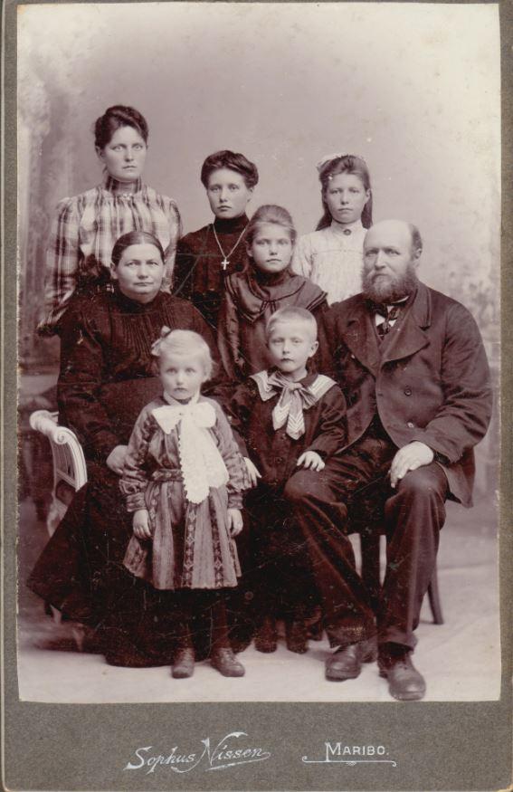 10909.42  Ukendt familie Fotograf Sophus Nissen, Maribo 4930