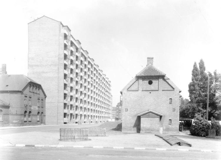 10972.14 Aksel Møllers Have. 2000 F  Billede scannet fra gammel glasplade. Fotografen er nok Heinrich Barbys efterfølger.   G.K.27.5.2018