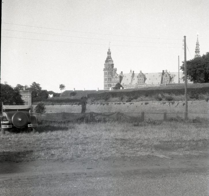 100.5.26  Ved Kronborg cirka 1935
