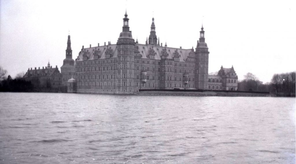 61.27   Frederiksborg Slot set fra Batzkes bakke