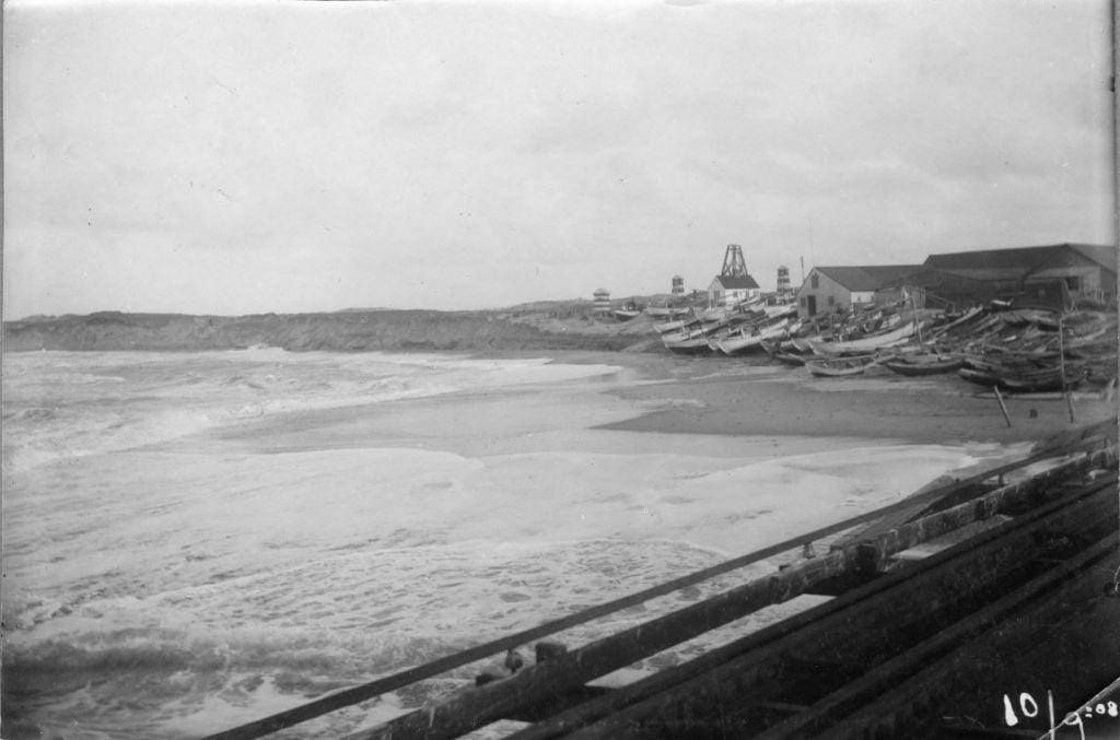 """71.122  Vorupør, 10.9 1908 : """" Hele landingspladsen var umulig. Inden læmolen byggedes var stranden langt ude. 7700"""