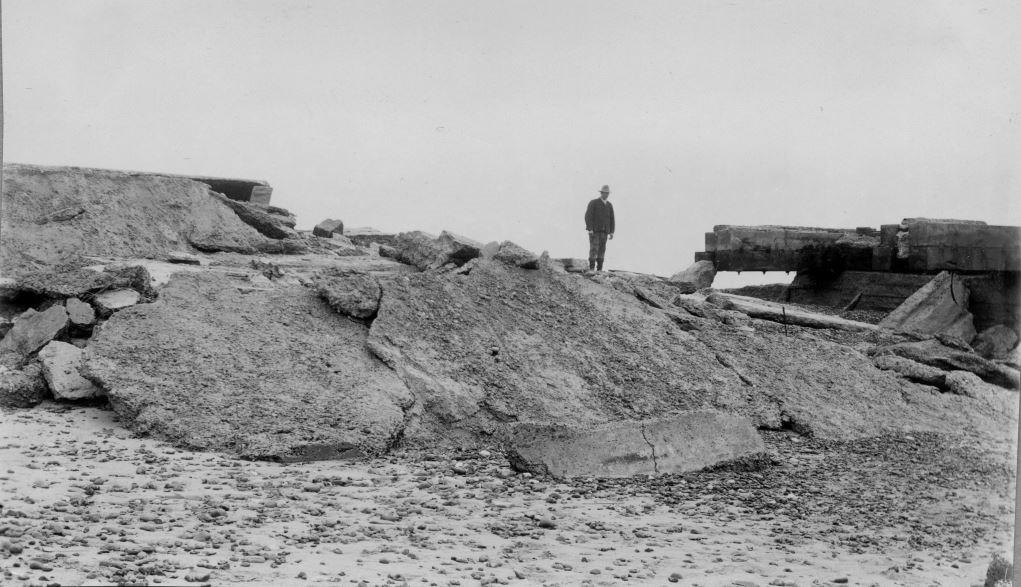 71.136 Vorupør 5. november 1911. Adgangsbroen til molen. 7700