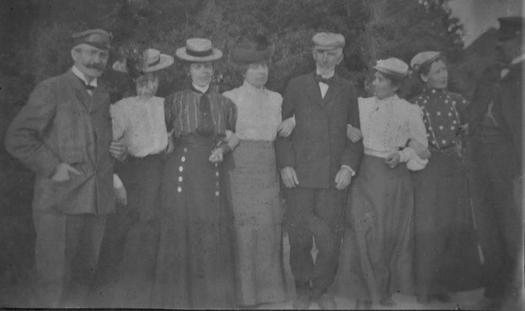 71.14 Esbjerg 1905. Dr. Nielsen til venstre, ...Foged Jespersen til højre. 6700