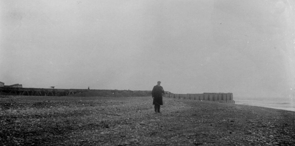 """71.143 Hanstholm 21. januar 1909. """" Molen set øst fra, man ser de store bunker af ral og sand. Bunken der dækker molen foran midten er fremb. ved kunstv...? """"  7730"""