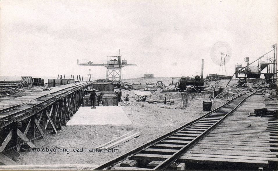 71.147 Hanstholm : Molebygning, udateret, ubrugt postkort. 7730
