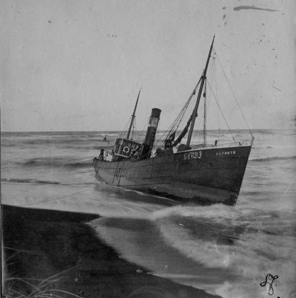 71.162 Klitmøller 1909: Damperen Lepantos stranding ved Klitmøller 5. januar 1909.   7700