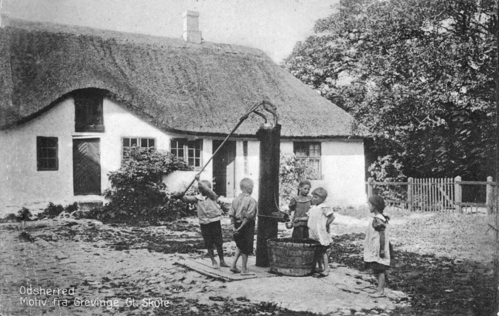 """71.163 Odsherred.: Motiv fra Grevinge Gl. Skole. Ubrugt postkort med notat """" sommeren 1921"""" 4571"""