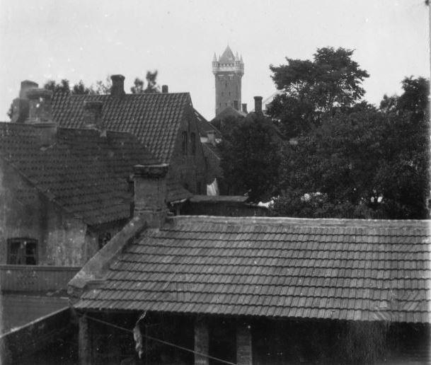 71.17 Udsigt fra lejligheden i Englandsgade Esbjerg 1905. WC i gården. 6700