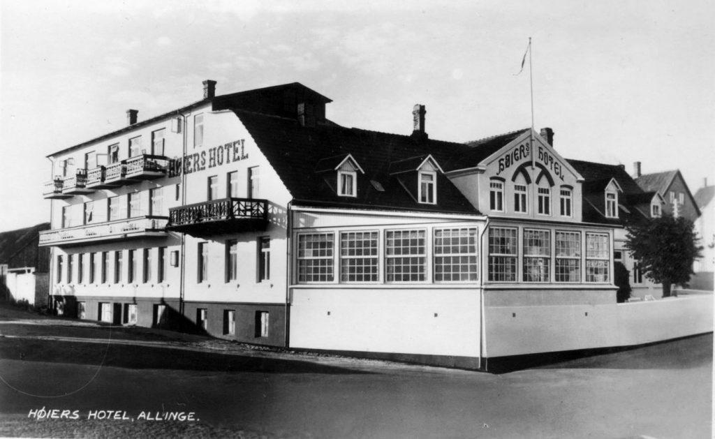 71.184 Allinge, Bornholm : Ubrugt postkort med Høiers Hotel.
