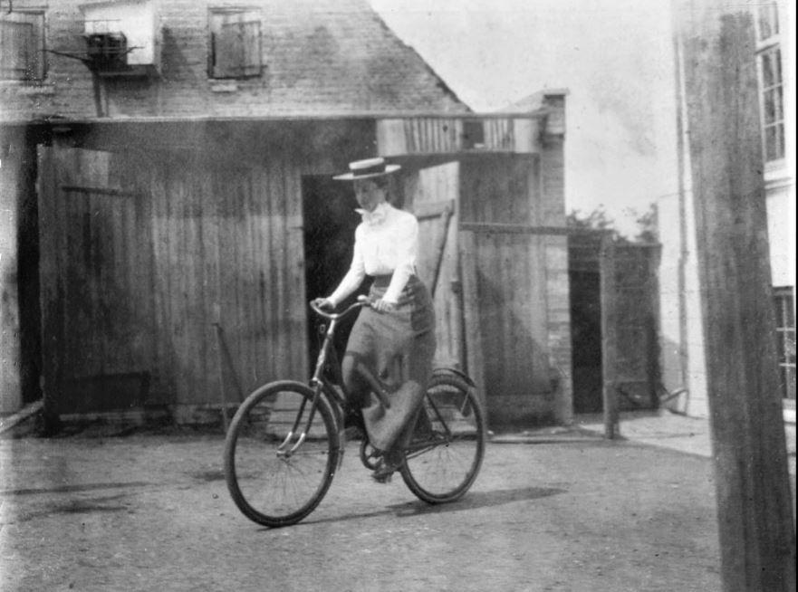 71.30 Holga Bache ca. 1902