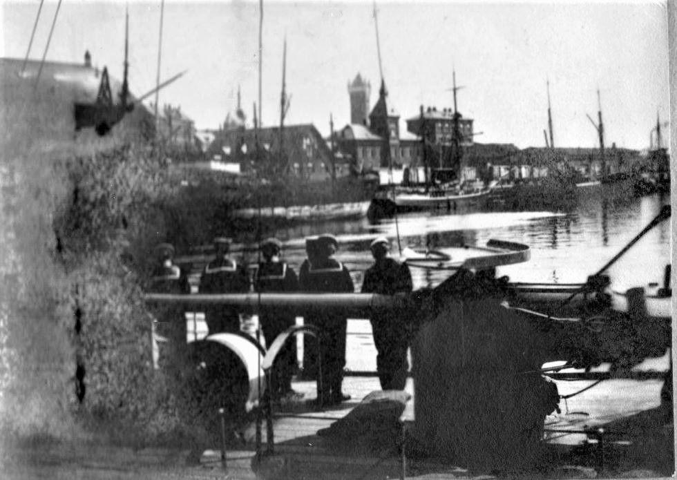 71.6 Esbjerg Havn 1905. Det er ingeniørboligen der ses til højre for tårnet i baggrunden.6700  FB Esbjerg 23.6.2017