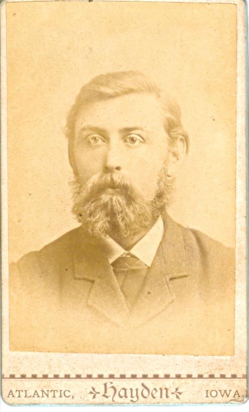 9.5.1  Peder Damgaard, udvandret til Amerika  Peder Pedersen Damgaard, født 1854 i Damgaard i Vandborg som søn af Peder Poulsen Damgaard og hustru Sidsel Jensdatter fra Brunsgaard.  Foto fra begyndelsen af 1880-erne. Han emigrrede 1884 til Amerika, hvor han blev farmer.