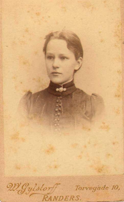 74.102 Else Thomasine Møller f. 9/6 – 1872