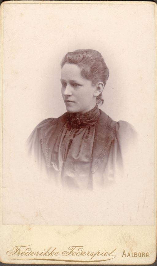74.13  Tekst på bagside No. 29636 Else Møller 22 aar juli 1894
