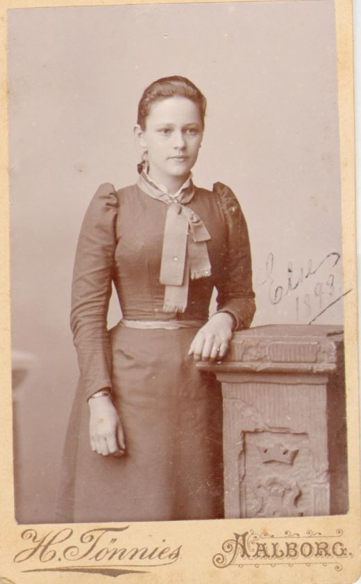 74.87 Else Thomasine Møller f. 9/6 – 1872 (foto fra 1893)
