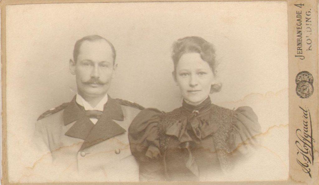 74.93 Vilhelm Sundby f. 7/11 – 1870, Flensborg og Else Thomasine Møller f. 9/6 – 1872