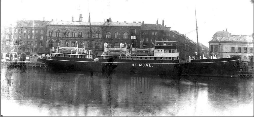 11431.7  Post og passagerskibet Heimdal. Sejlede mellem København og Rønne.