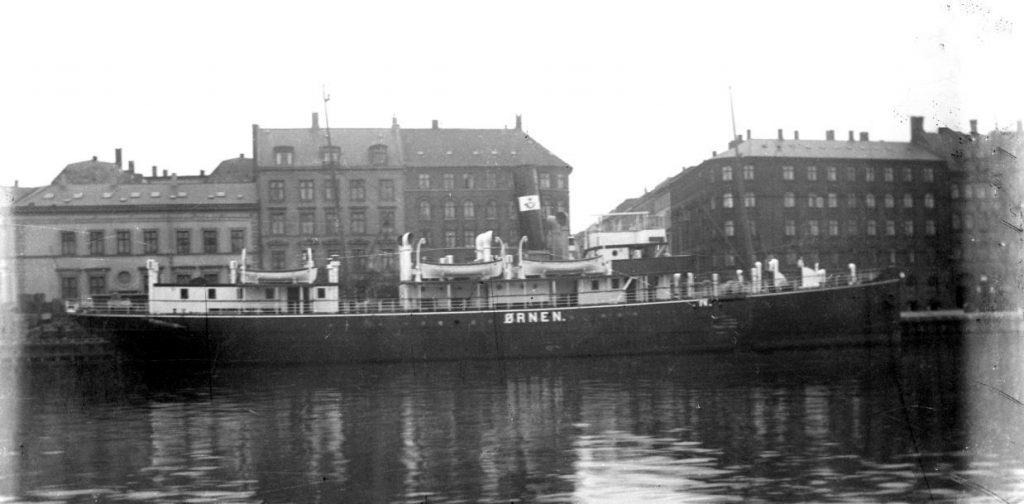 11431.8  Post og passagerskibet Ørnen. Sejlede mellem København og Rønne.