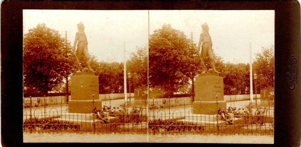 11432.14  Willemoes monument, Assens 5610  Billede optaget cirka 1914  Fotograf Peter Møller, Rask Mølle