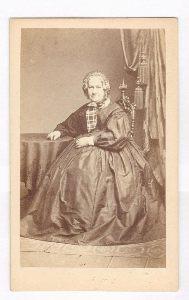 75.22  Tante Lotte Prior, f. van Wylich. Først gift v. Bartels  Fotograf F. König, Hamburg