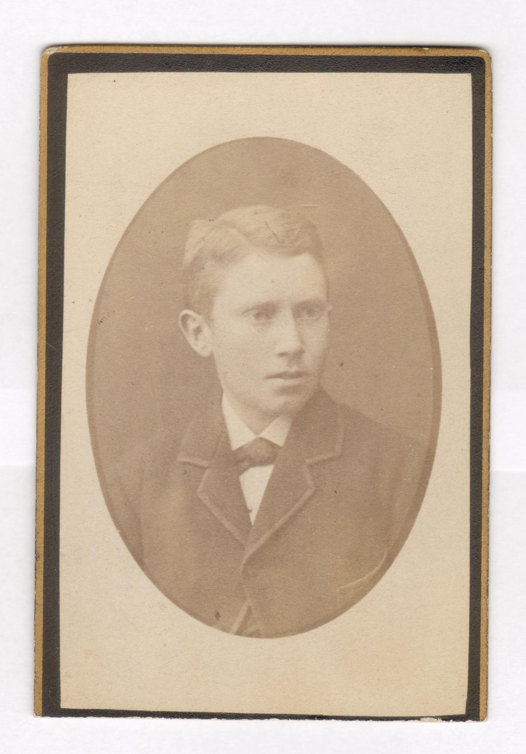 75.69  Oskar Sophus  Borch, f. 13.2 1866, bror til Olaf Georg Borch.  Fotograf P. Fristrup, Kjøbmagergade 9, København