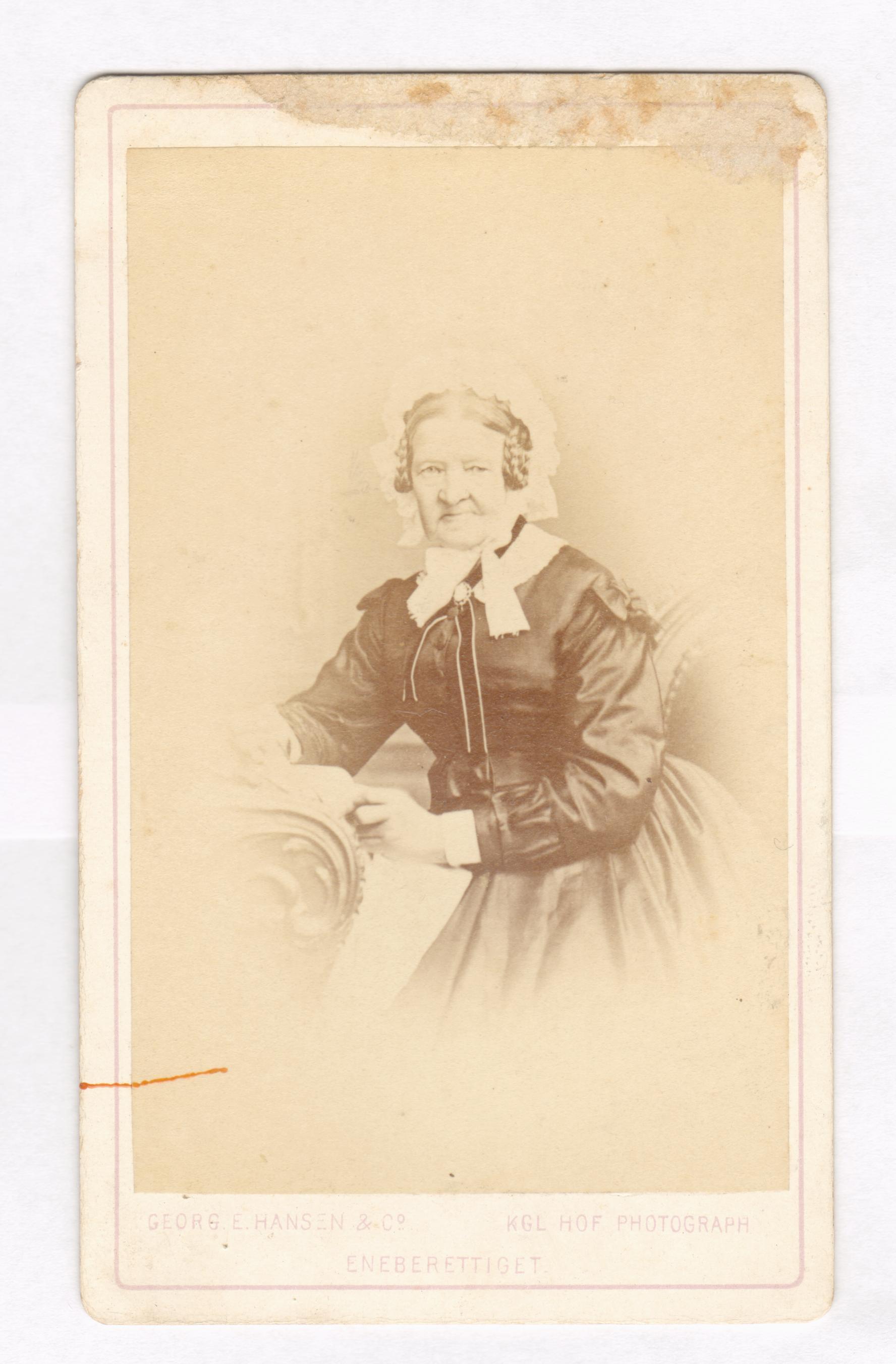 75.70  Sophie Cathrine Quist f. 31.12 1808, gift 26.11 1823 med Ferdinand Felix Borch, skomagermester.  Fotograf Georg E. Hansen, Bredgade 22/ Norgesgade 61, København