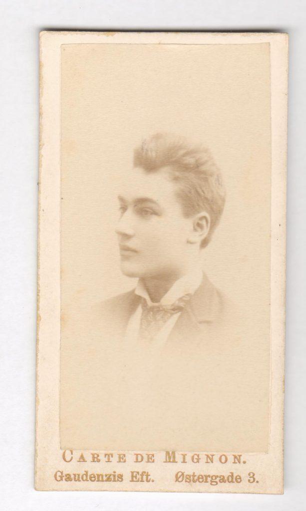 75.97  Aage Borch, søn af William Borch, broder til Anna.  Fotograf Carte Mignon, Gaudenzis Eftf. København  Udateret men Gaudenzi dør i 1888, så derefter.