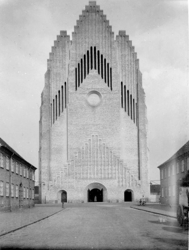 11051.10 Grundvigskirken 1929 (notat på bagside)