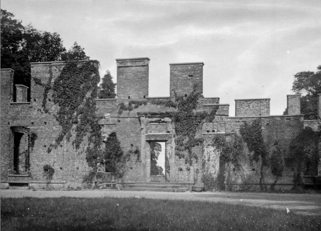11051.2 Aldershvileparken. Ruinen af Grevinden af Bagsværds bolig
