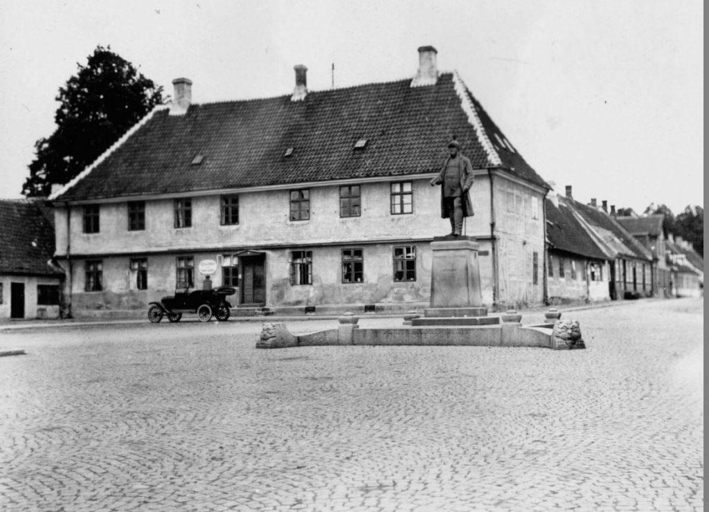 11051.45 Regensen/ graverboligen ved Torvet i Sorø.