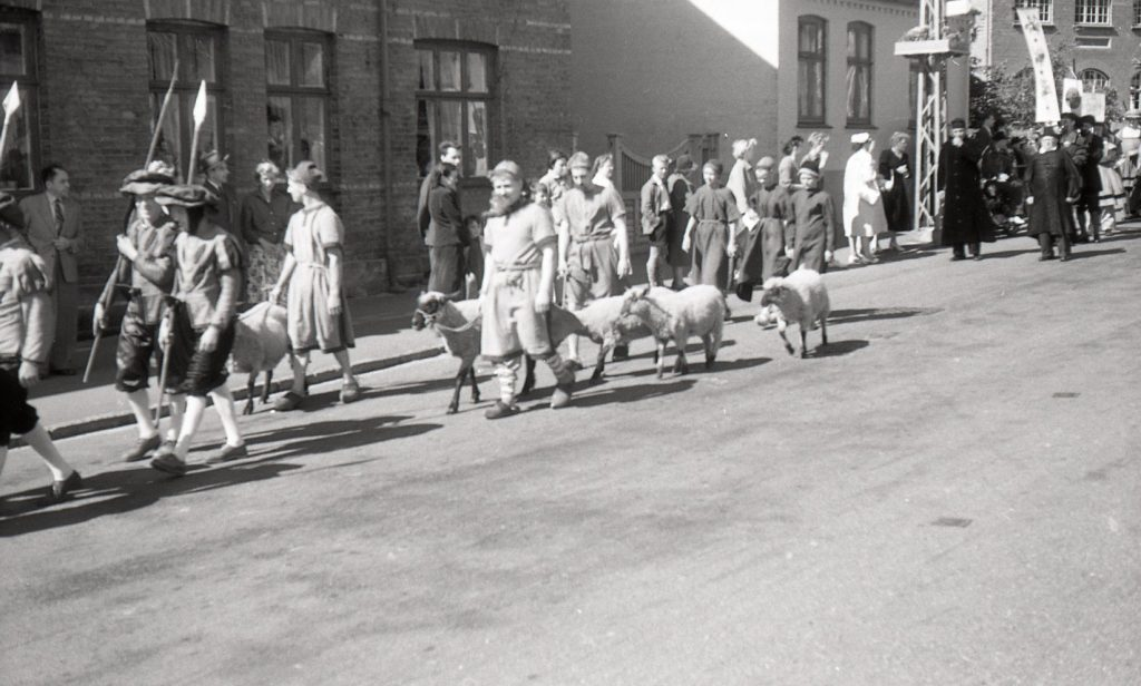 100.4.302 Byfest Jernbanegade cirka 1955