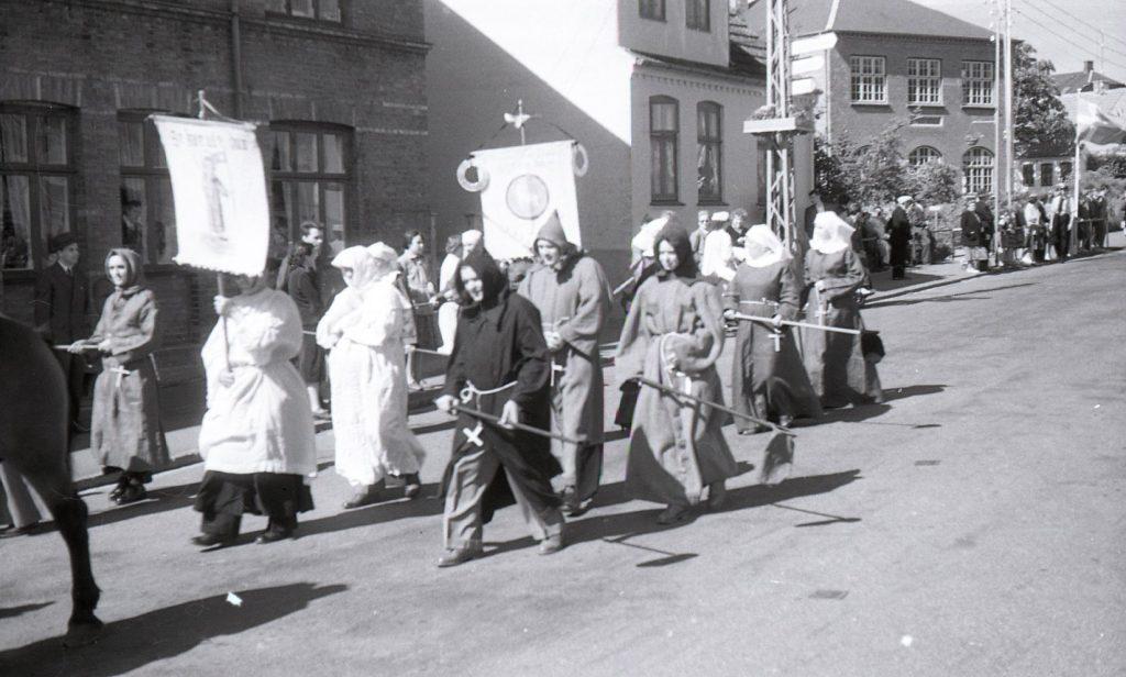 100.4.303 Byfest Jernbanegade cirka 1955