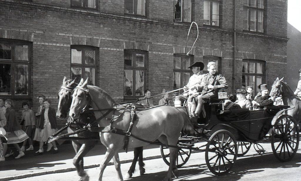 100.4.306  Byfest, Jernbanegade cirka 1955