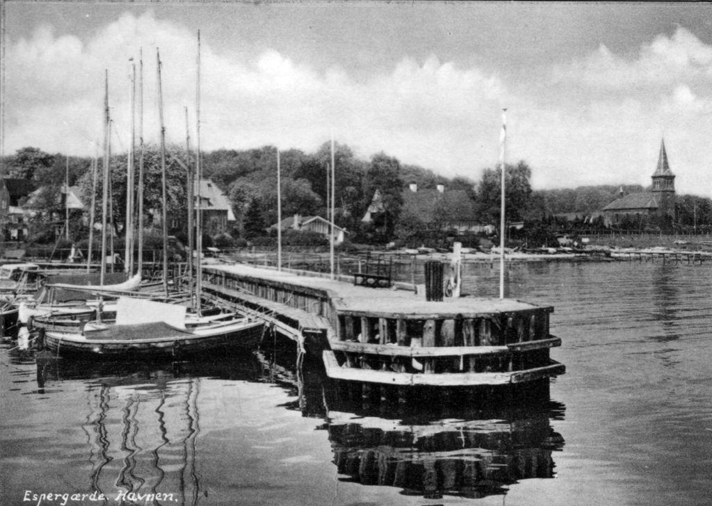 10836.15 Espergærde havn på postkort.