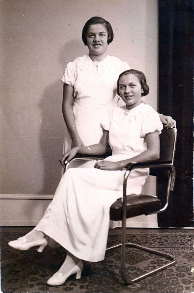 10.1 Sandsynligvis tvillingedøtrene Asta og Eva, f. 29.6 1922