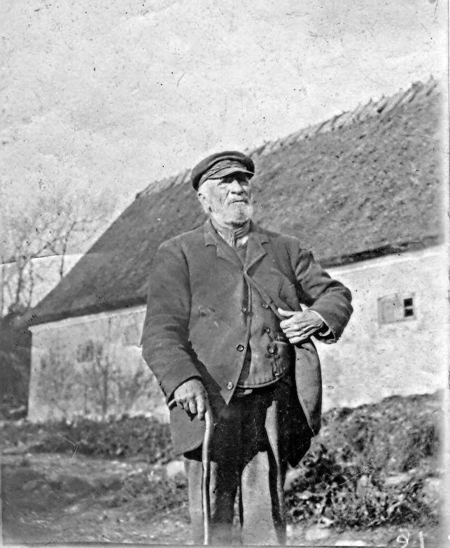 10.152 Det er formodentlig Lars Pedersens far eller svigerfar der ses på dette billede.