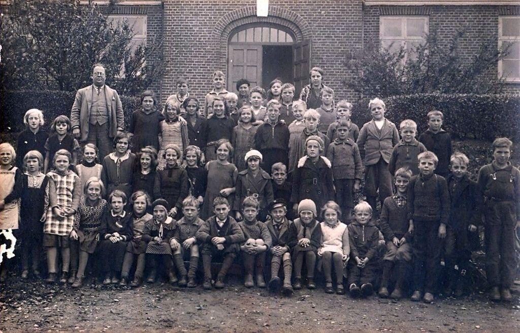 10.22 Havreholm nye skole.Gruppefoto ca. 1930-35