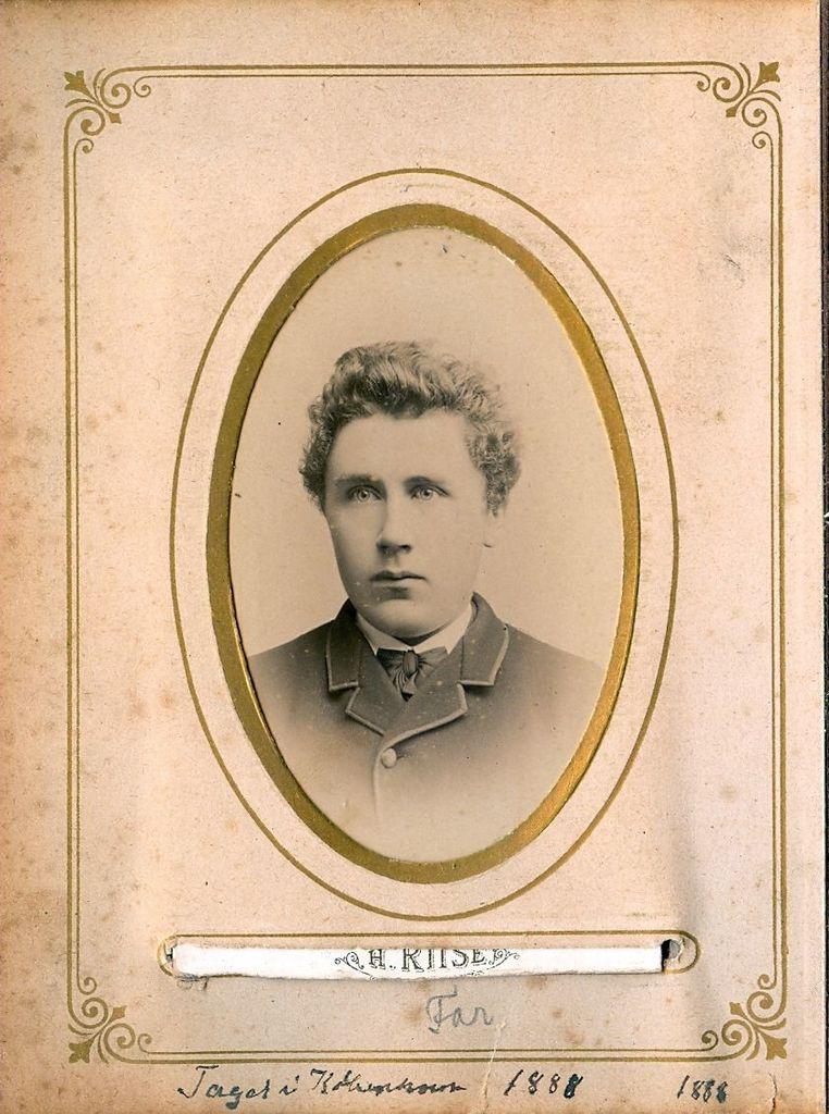 99.22 Taget i København 1888.Jens Christian Jensen fotograferet 1888 i København