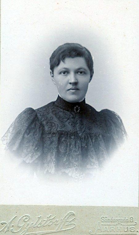 9.28 Fru Høgsberg, Lærerinde i Aarhus